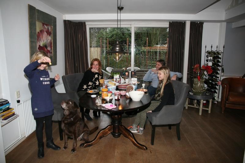 aan tafel Caroline en Wilco