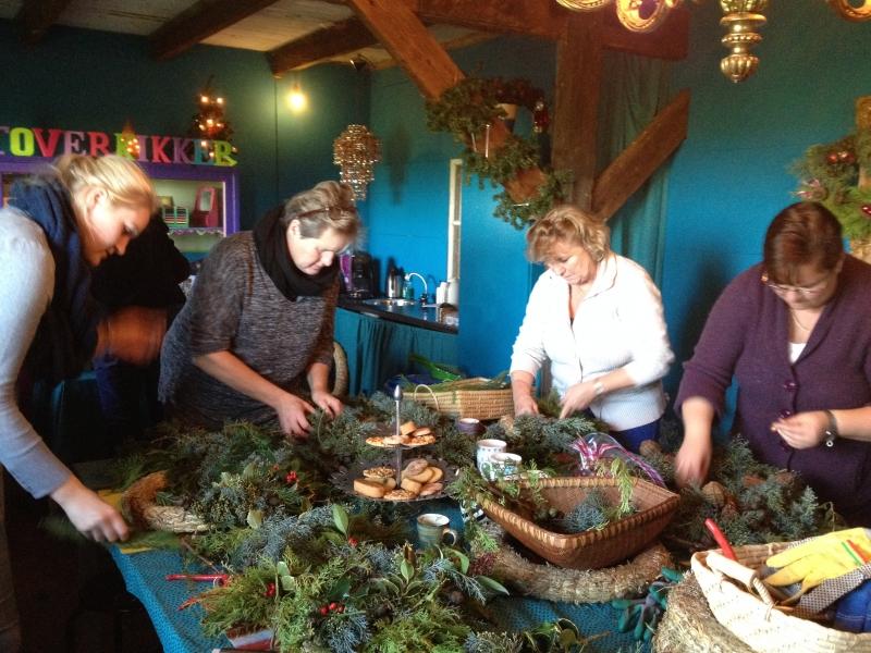 bij cursus project loenen - kerstkransen
